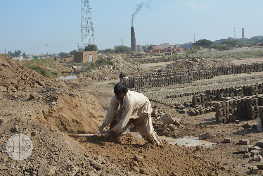Brick kilns near Faisalabad: Many Christians do this job which earns very little money and results in them becoming in effect bonded labourers at the mercy of brick kiln owners/landlords