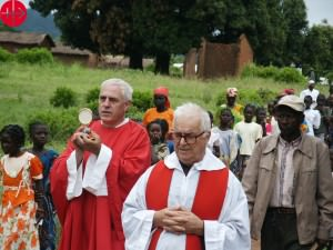 Central African Republic, Bozoum, procession of Corpus Domini, Fr. Marcello Bartolomei OCD (left, with Blessed Sacrament), Fr. Carlo Cencio (right). Used as Illustration for the Internet Project CENTRAL AFRICAN REPUBLIC / BOUAR 15/00057 PrID: 1502293