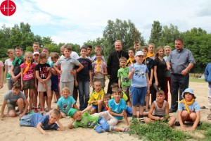 Ukraine, June 2015 Christian summer camp for 245 young people of the Archeparchy of Kyiv (summer of 2015) Group of children with Fr. Petro Zhuk, rector of the seminary of of the greek-catholic seminary of Knyazhychi/Kyiv, where the summer camp takes place. UKRAINE / KYIV-UCR 15/00204 Christian summer camp for 245 young people of the Archeparchy of Kyiv in the summer of 2015