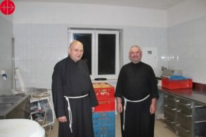 UKRAINE / KHARKIV-ZAPORIZHZHYA-LAT 14/00138 Renovation of the monastery chapel of the Albertine Fathers in Zaporizhzhya: Construction aid for the renovation of the chapel of the Albertine Brothers at Zaporyzhzhya, who take care of homeless men. The photo Shows them in their bakery.