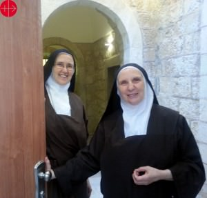 Sister Agathe (left) together with Sister Marie-Agnes (the prioress) in Pater-Noster Carmelite Monastery in Jerusalem. ACN helped remodelling the entrance area to the monastery. PALESTINE / NATIONAL 14/00086 Renovation of main entrance floor at Pater Noster OCD Monastery, Jerusalem (PAL. 167/ ROACO II - 2014)