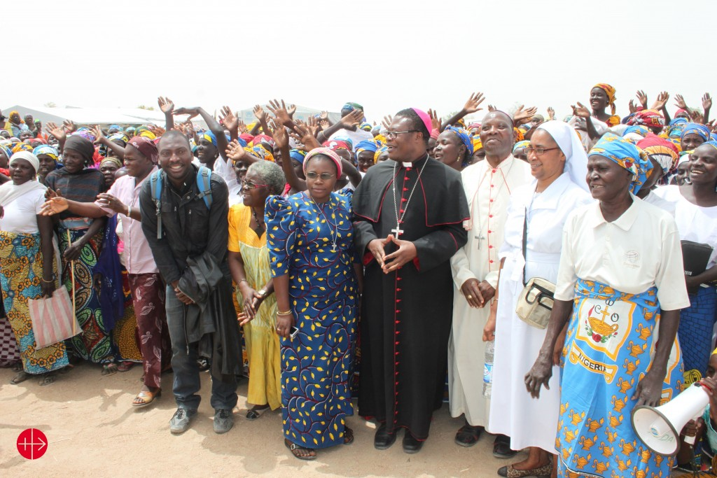Maroua Mokolo: Bishop Bruno Ateba Edo (Diocese of Maroua-Mokolo ) and Bishop Oliver Dashe Doeme (from the diocese of Maiduguri in Nigeria) at a camp for refugees and displaced people