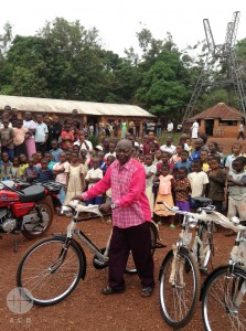 2 motorcycles and 8 bikes for the parish St Augustin de Poko
