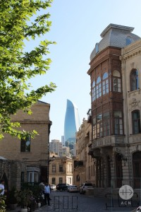 Baku, «the Dubai of the Caspien Sea», where the ultrmodern and traditionnal architecture meet.
