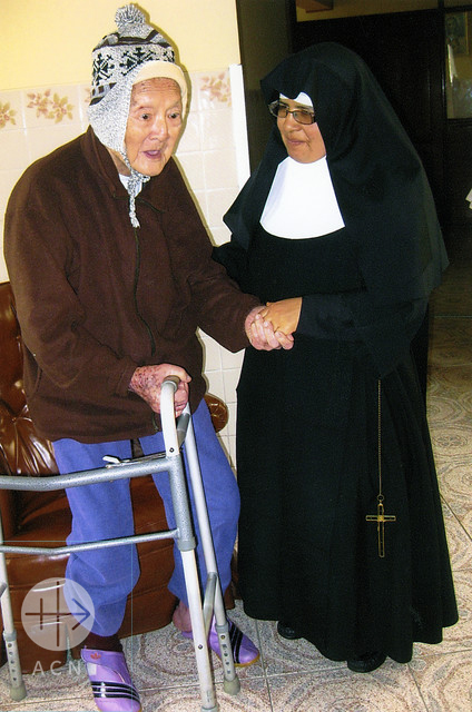 2015: Sister caring about elderly people in the Highlands of Peru